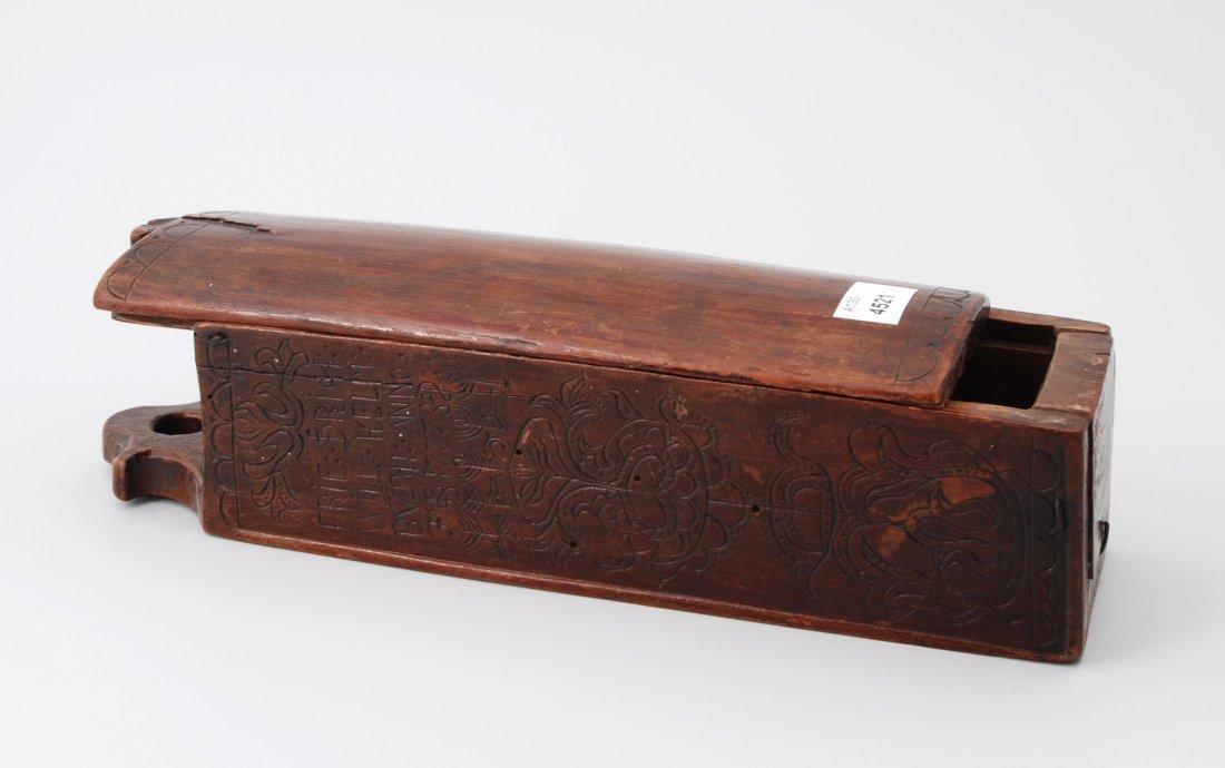 Schiebekästchen Deutsch, datiert 1777. Holz geschnitzt.