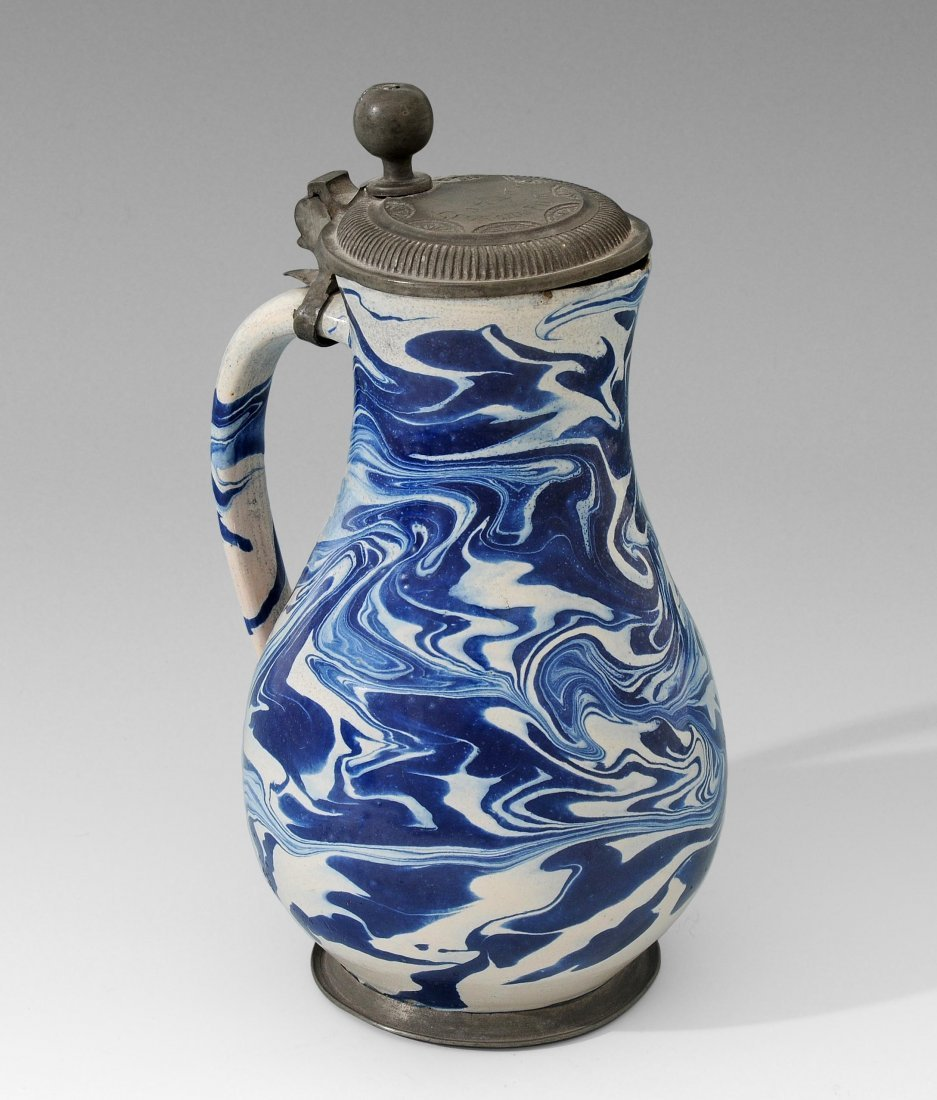 Birnkrug, Habaner Keramik, dat. 1726 Blaue Marmorierung