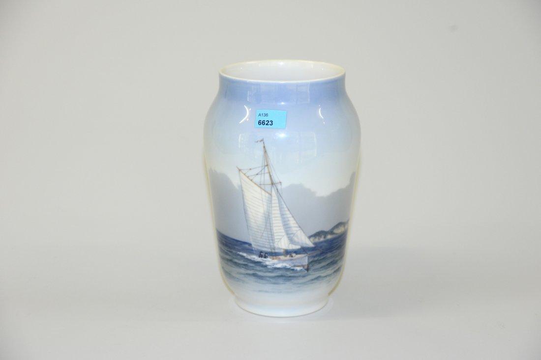 Vase, Royal Copenhagen, nach 1923 Porzellan, polychrome