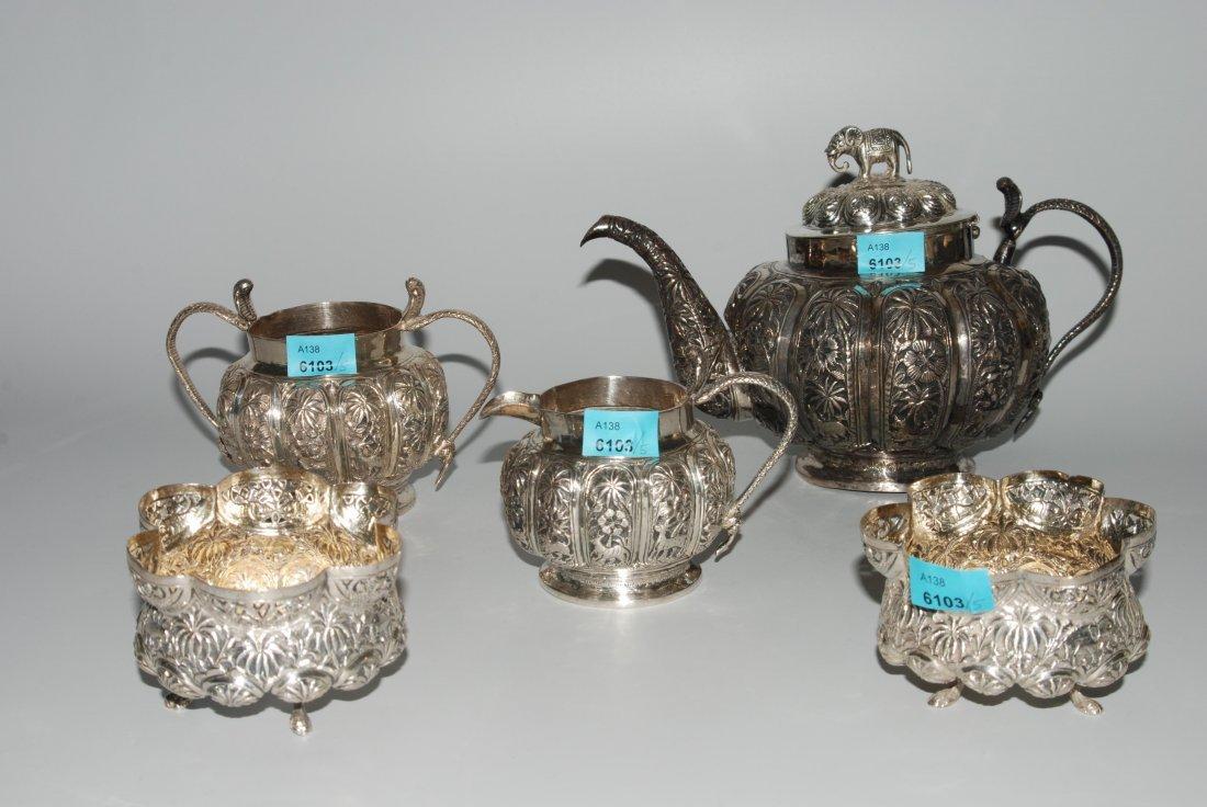 Teeservice Indien, nach 1900. Silber. Bestand: Kanne,