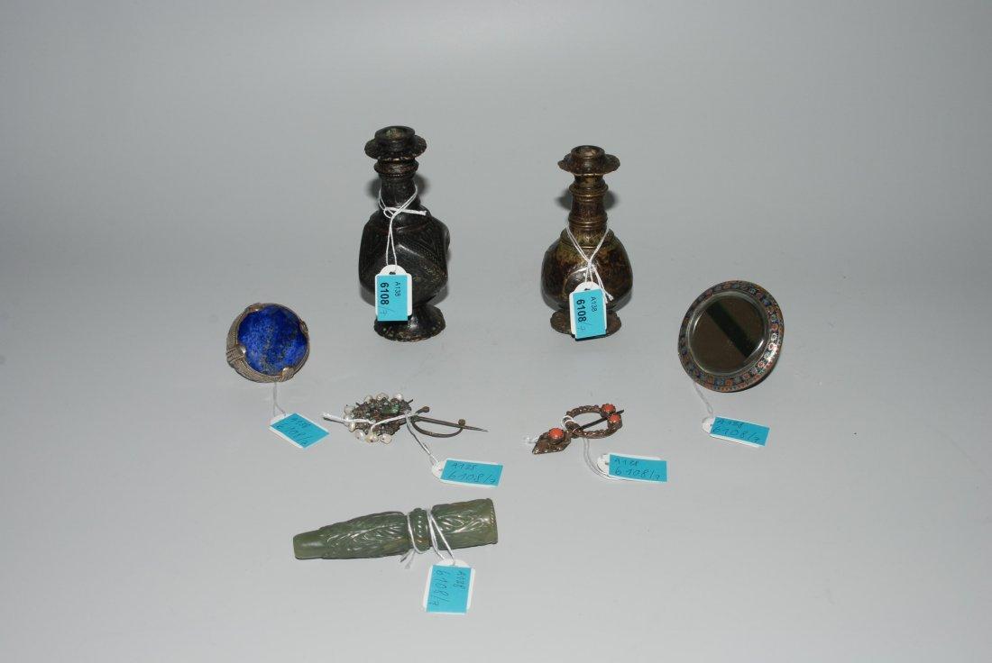 Lot: 7 Kleinobjekte Orientalisch. Zwei Schminkflaschen,
