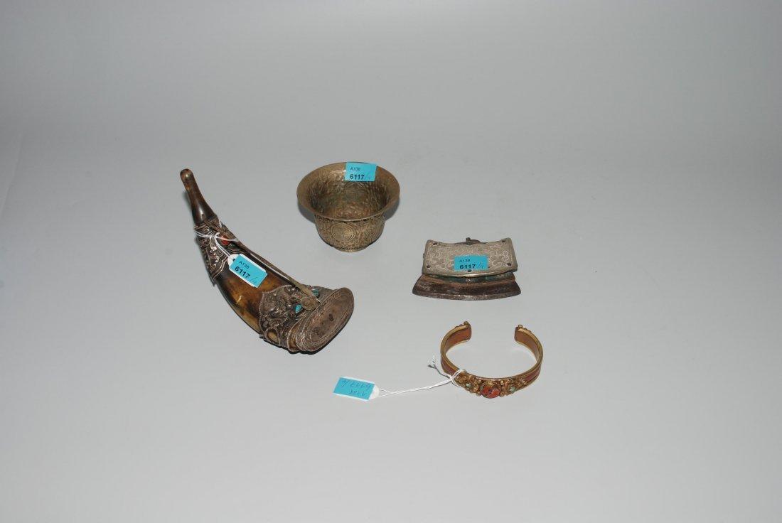 Lot: 4 Objekte Tibet / Nepal. Feuerzeug, Versilberte