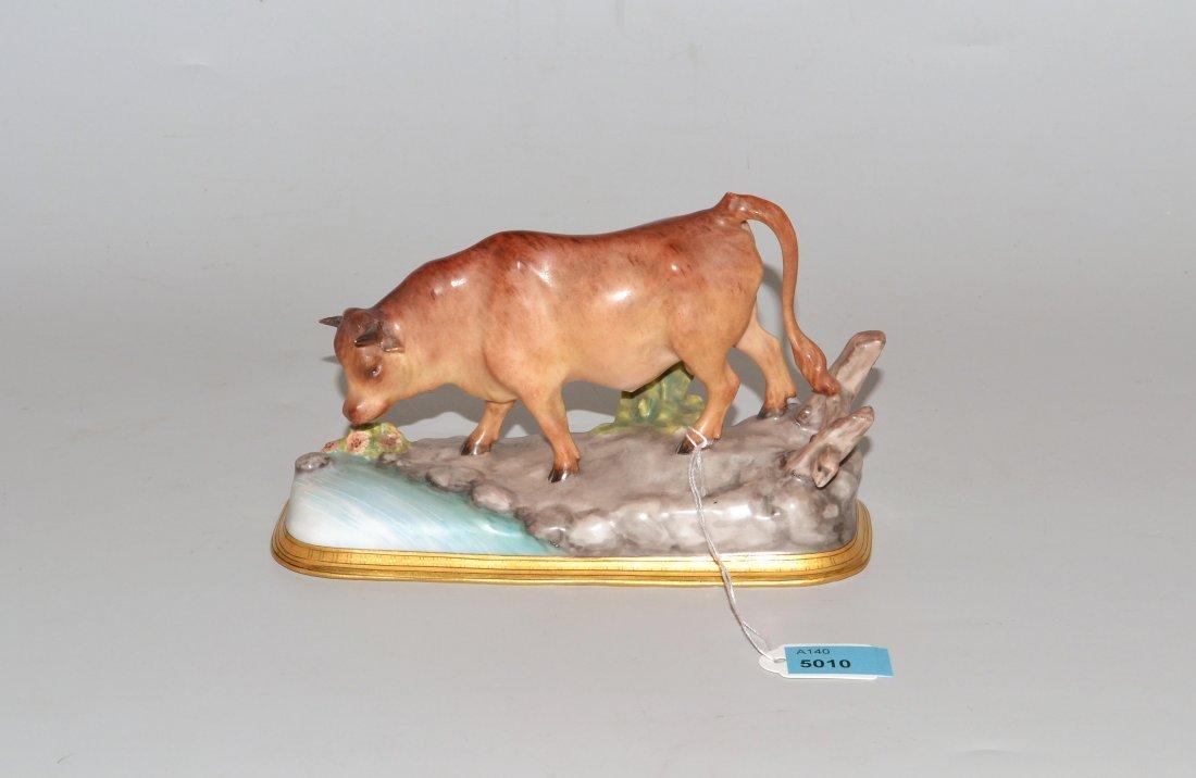 Tierfigur Um 1900. Stehende Kuh. Porzellan, farbige