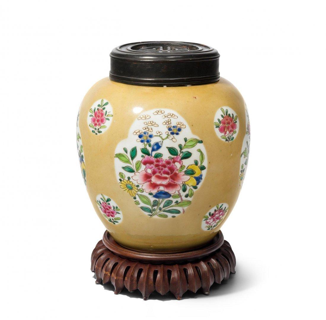 Topf China, Qianlong-Periode. Porzellan. In den
