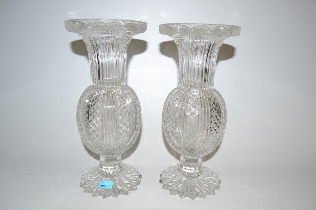 1 Paar Vasen Um 1900. Farbloses Kristallglas,