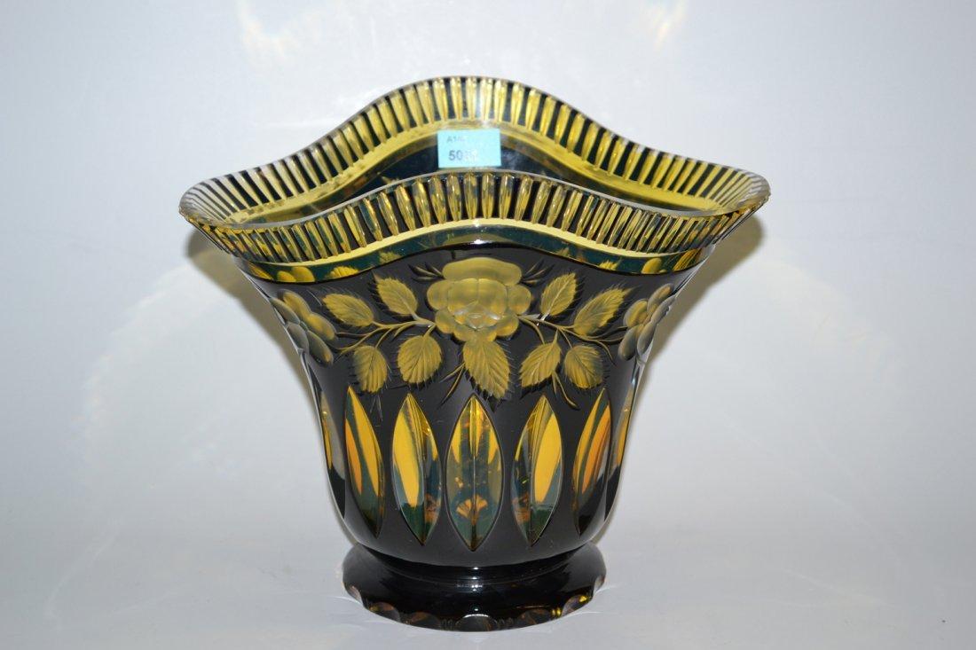 Vase Nach 1900. Farbloses Kristallglas, innen gelb