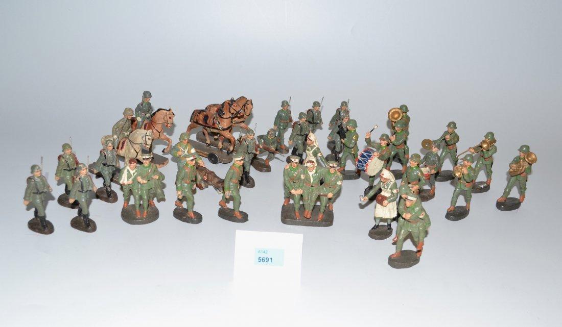 Lot: Elastolin-Soldaten Deutschland, um 1940. - 3