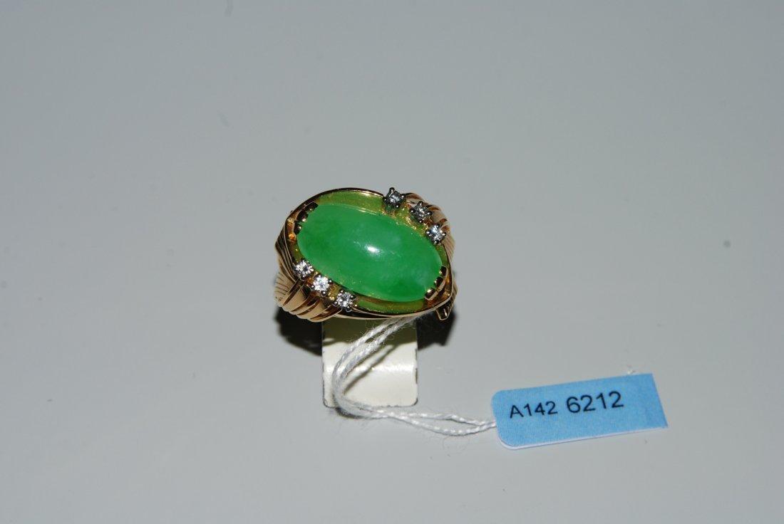 Jadeit-Brillant-Ring 750 Gelbgold. Ovaler