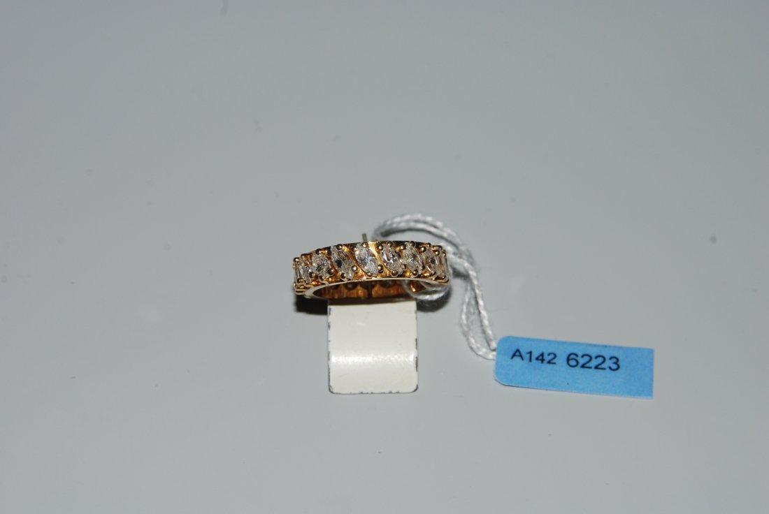Alliance 750 Gelbgold. 19 Diamant-Navetten, zus. ca.