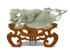 Jadeschnitzerei China, spätes 20.Jh. Celadongrüne Jade.