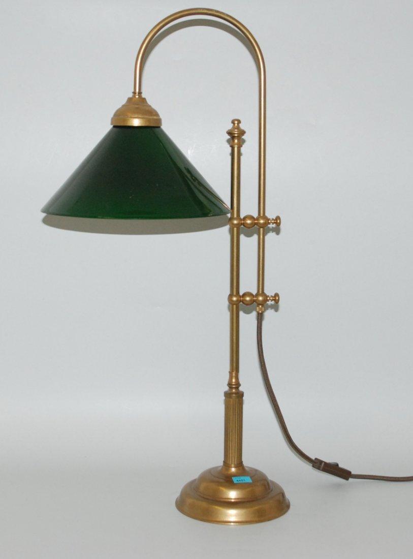 Tischlampe Um/Nach 1900. Messinggestell über Rundfuss