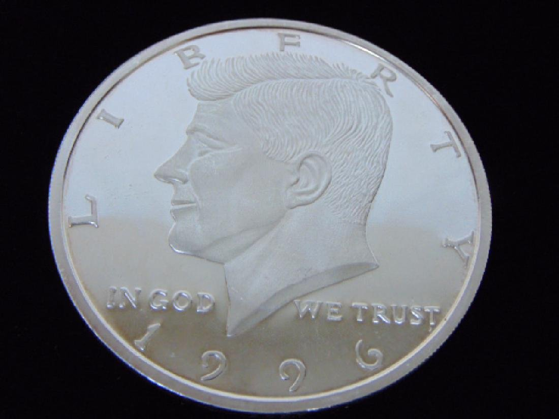 LARGE COLLECTIBLE 1996 KENNEDY HALF POUND SILVER COIN