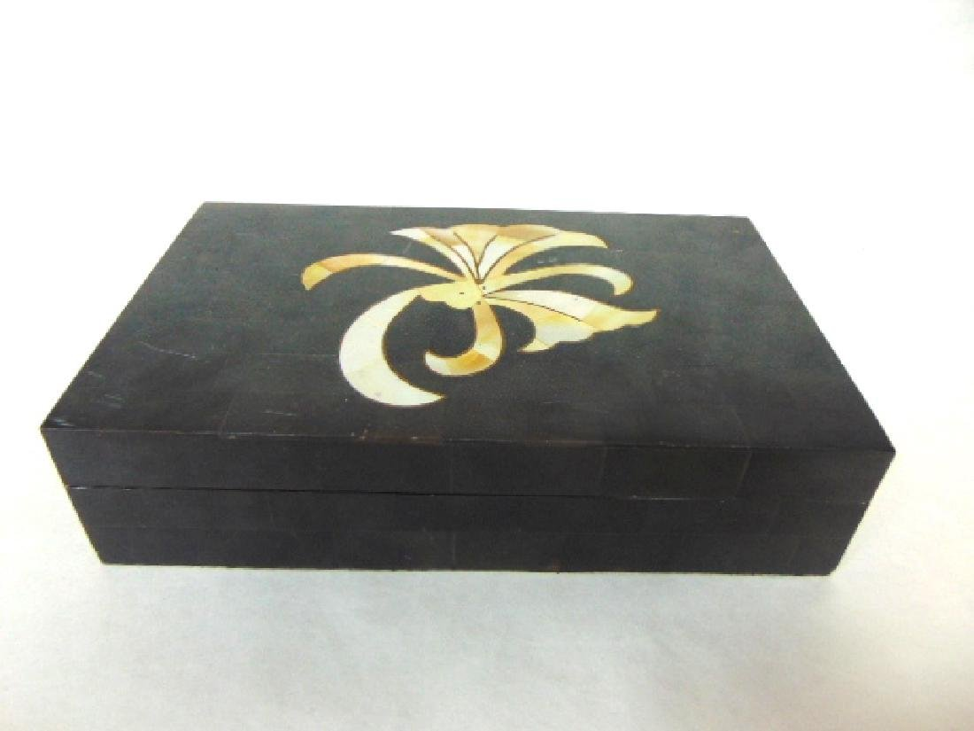 ART DECO VANITY BOX MADE OF HORN AND MOTHER OF PEARL
