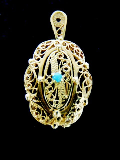 Womens Vintage 10K Yellow Gold Filigree Pendant Brooch