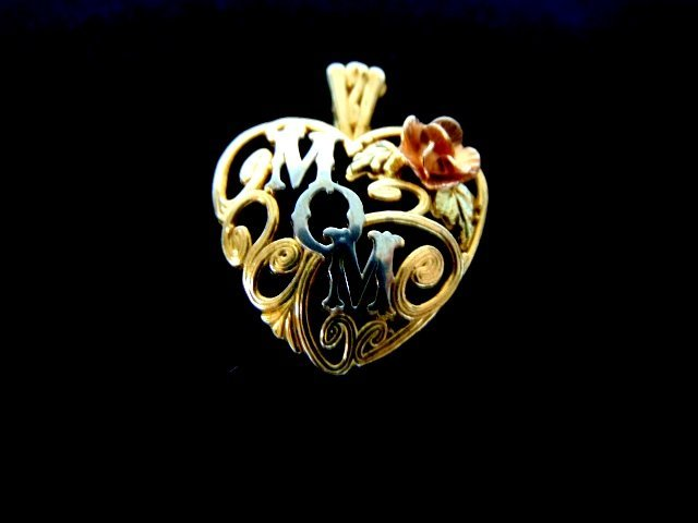 "Womens Vintage Estate 10K Gold Heart ""Mom"" Pendant"