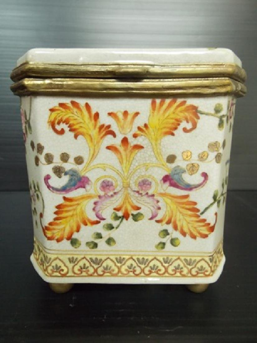 DECORATIVE VICTORIAN ART NOUVEAU PORCELAIN VANITY BOX