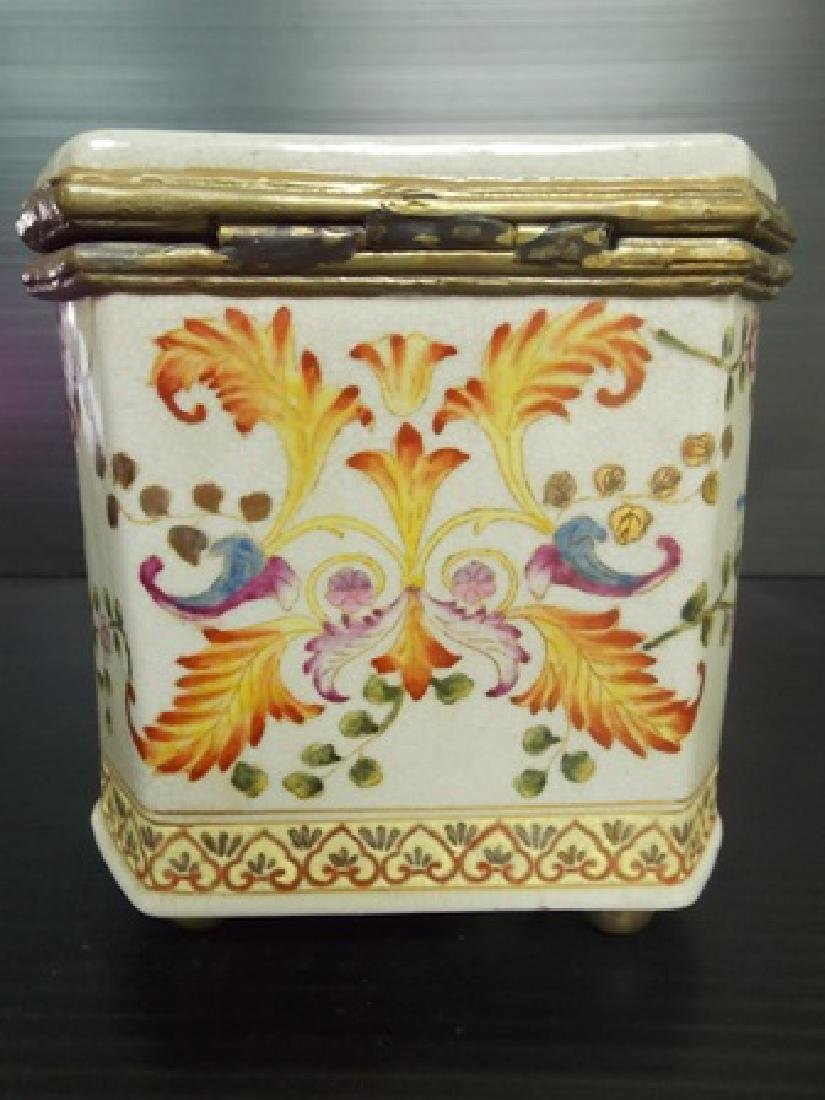 DECORATIVE VICTORIAN ART NOUVEAU PORCELAIN VANITY BOX - 3