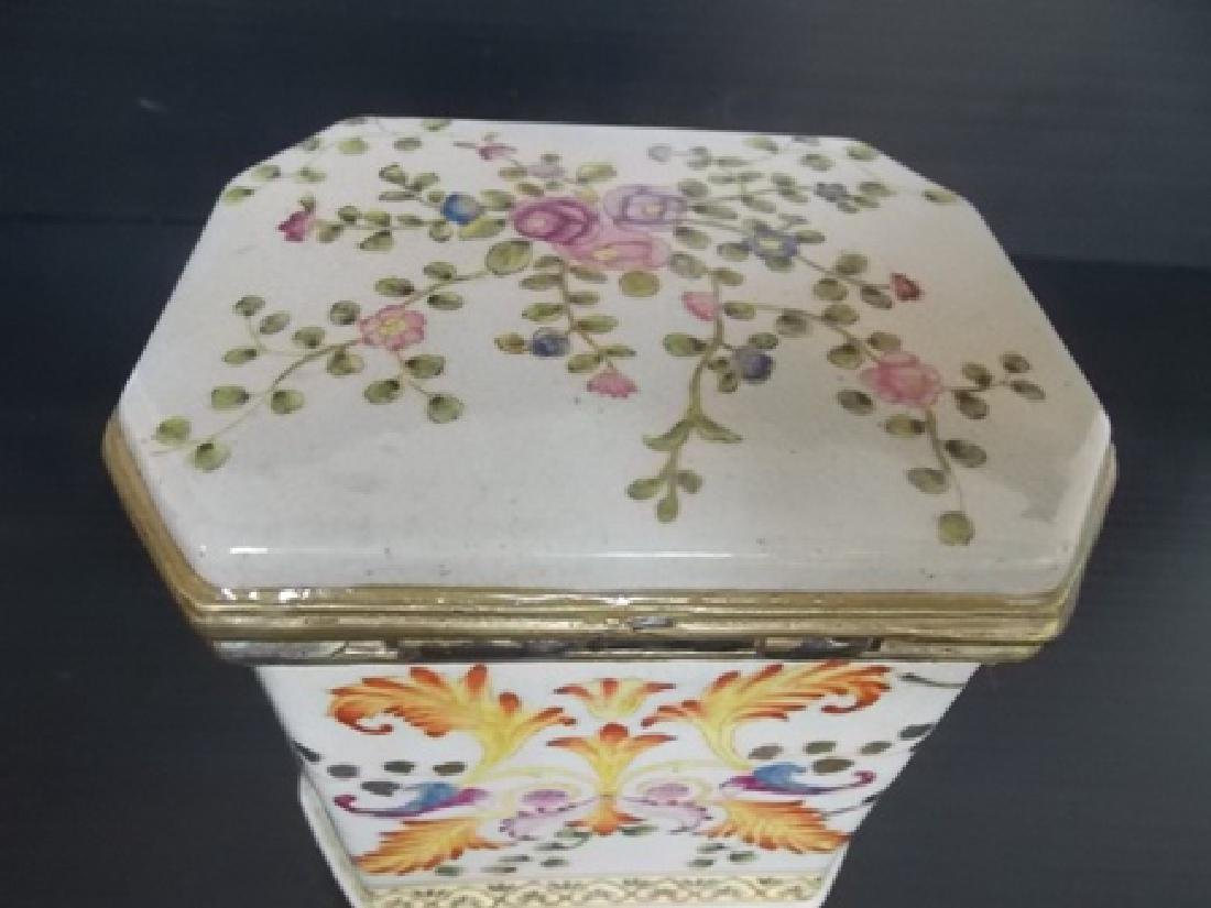 DECORATIVE VICTORIAN ART NOUVEAU PORCELAIN VANITY BOX - 4