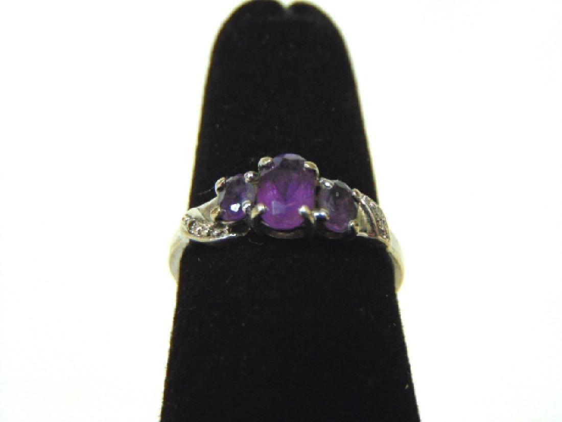 Vintage 10k Gold Ring w/ Purple Amethyst Stones 1.4g