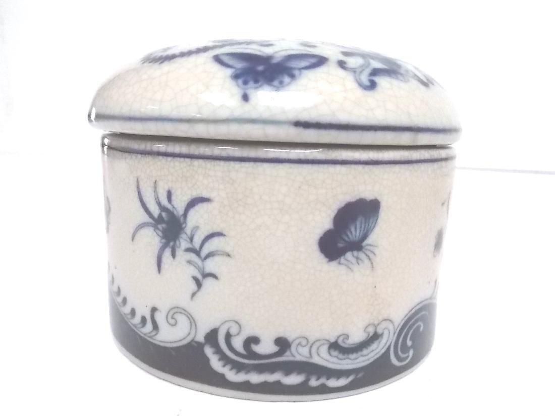 BLUE & WHITE FLORAL VICTORIAN STYLE PORCELAN VANITY BOX - 3