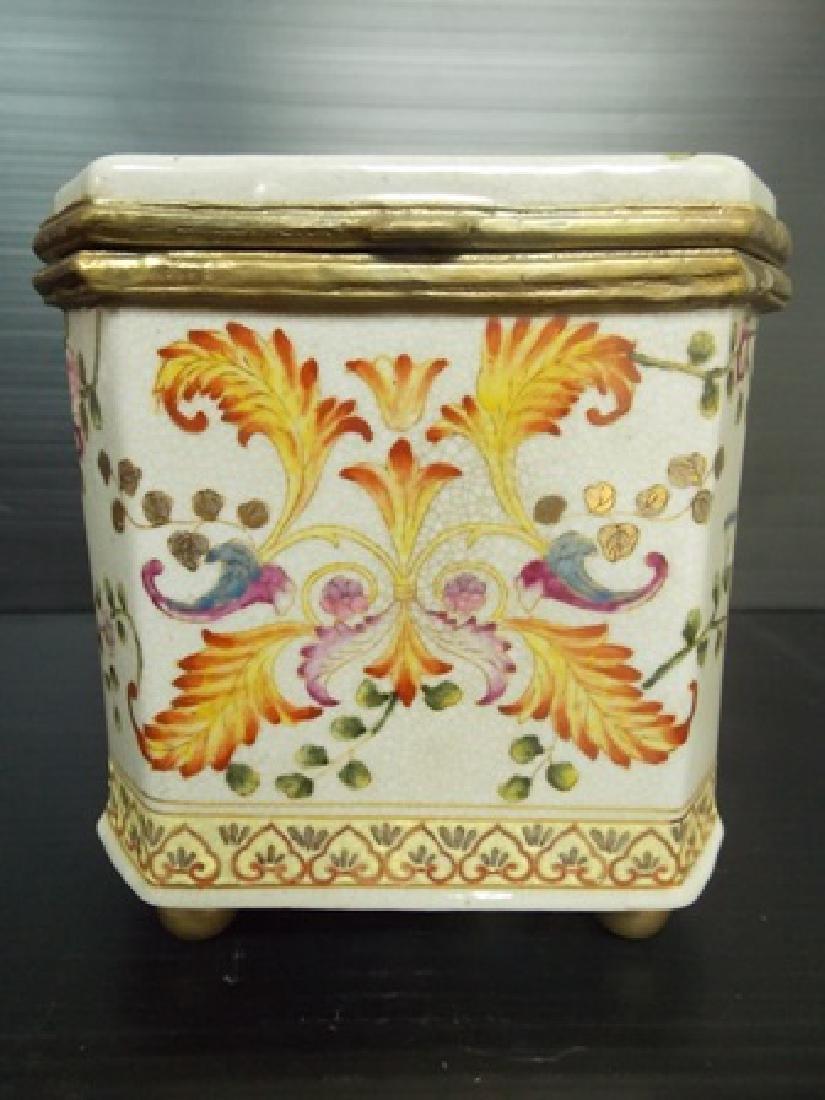 DECORATIVE VICTORIAN ART NOUVEAU PORCELAIN VANITY BOX