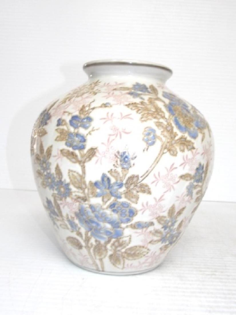 HAND PAINTED FLORAL CHINESE PORCELAIN VASE