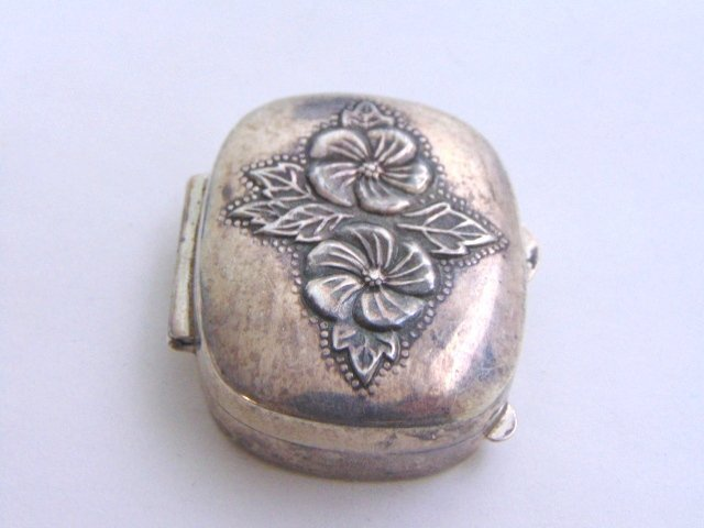 VINTAGE ANTIQUE STERLING SILVER FLORAL PILL BOX