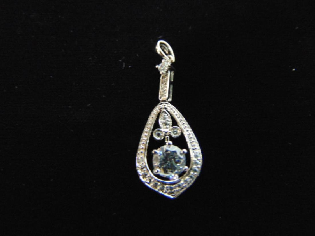 EXQUISITE STERLING SILVER PENDANT W/ CZ STONES 2.3g