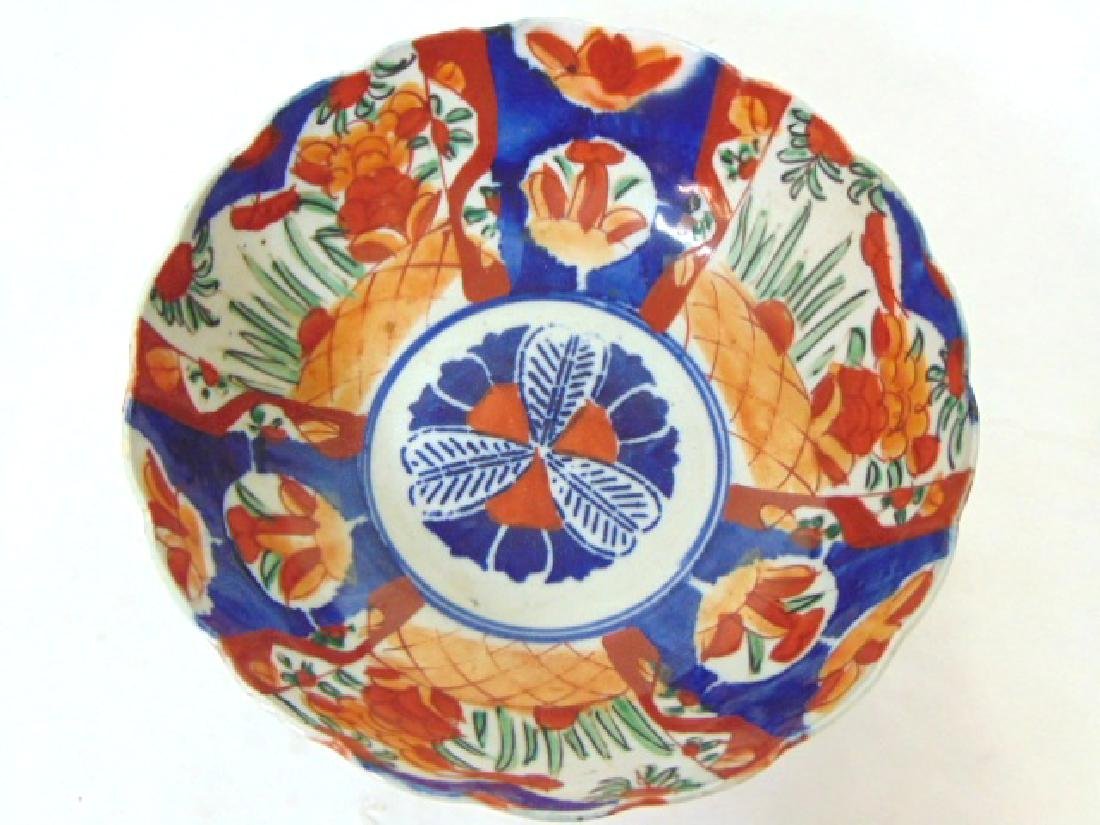ANTIQUE HAND PAINTED JAPANESE PORCELAIN IMARI BOWL