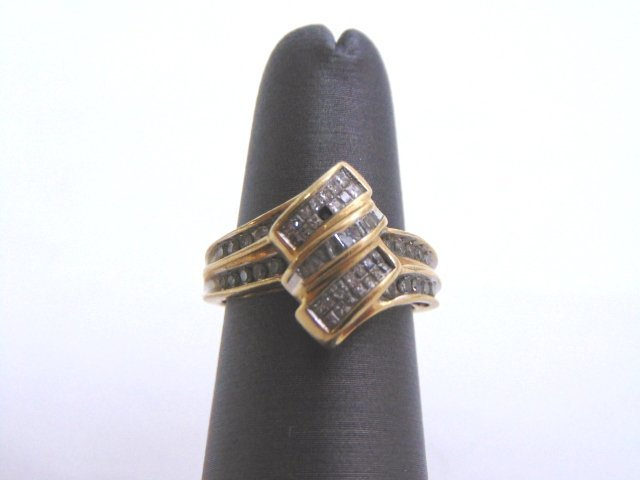 WOMENS VINTAGE ESTATE 10K GOLD & DIAMOND RING 3.6g