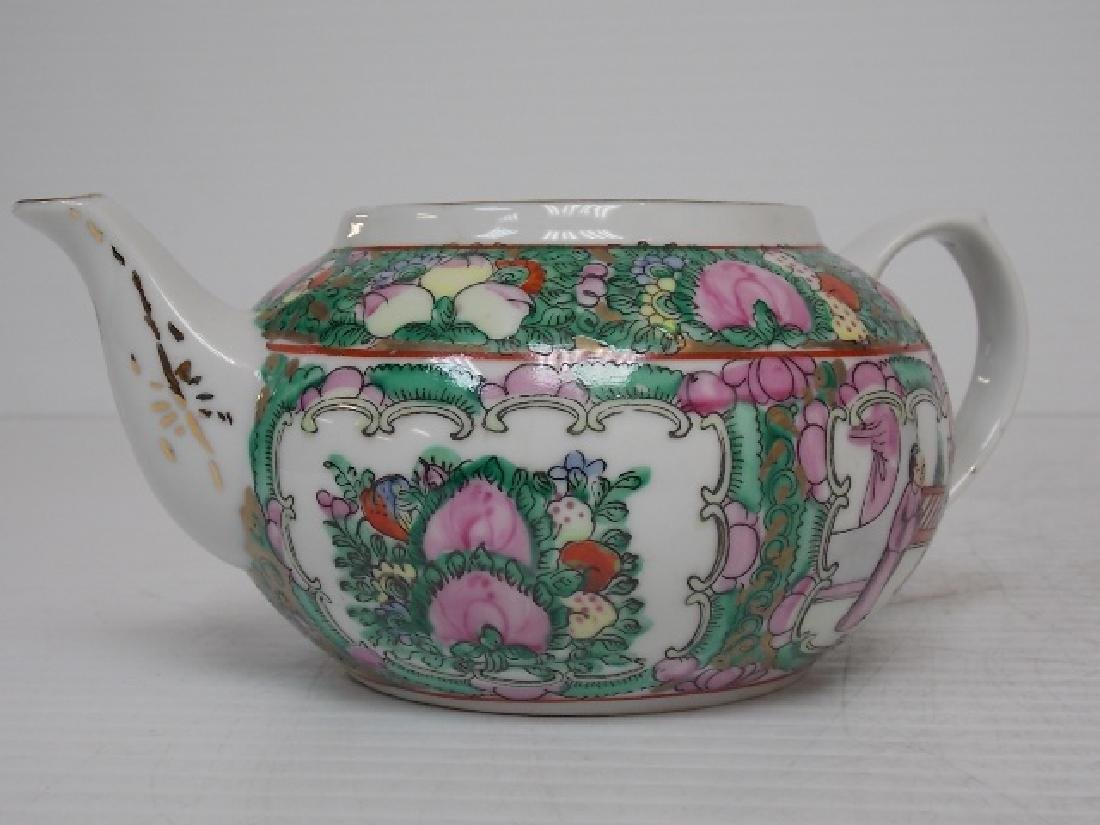 COLLECTIBLE CHINESE FAMILLE ROSE PORCELAIN TEA POT