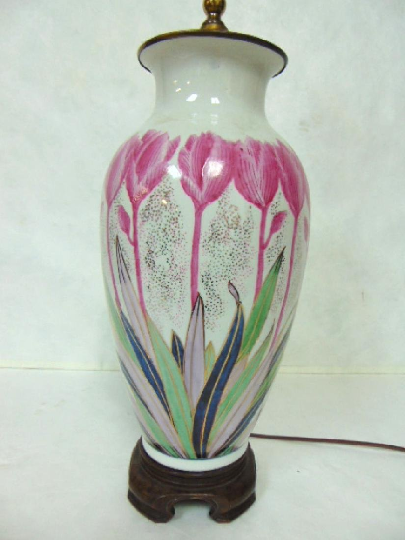 VINTAGE HAND DECORATED CHINESE FLORAL LAMP W/ ROSEWOOD