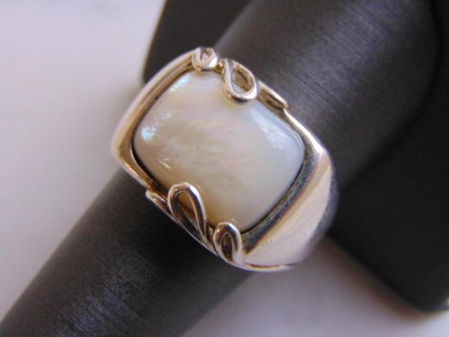 Womens Vintage Estate Sterling Silver M.O.P Ring