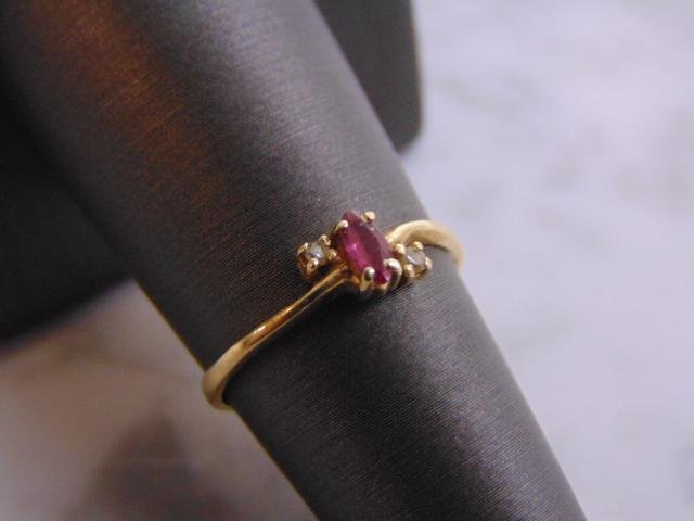 Womens 14k Yellow Gold Ring w/ Garnet & Diamonds