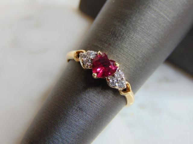 Womens Vintage 10k Garnet CZ Heart Shaped Ring
