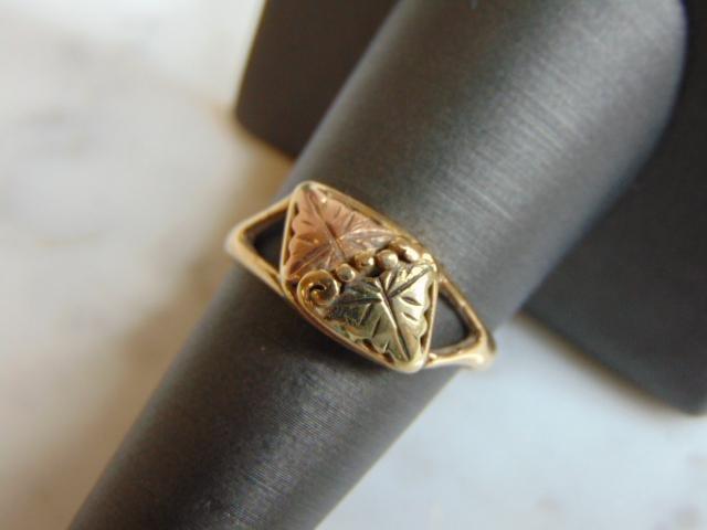 Womens Vintage 10K Gold w/ Rose Gold Grape Leaf Ring
