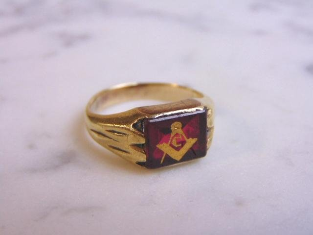 Mens Vintage 10k Gold & Ruby Colored Free Masons Ring