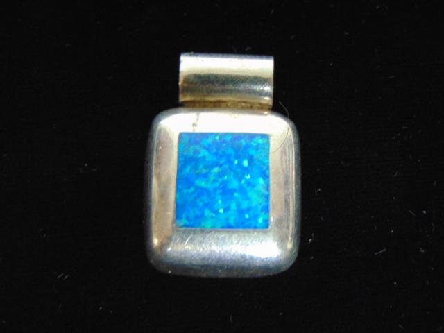 Womens Vintage Estate Sterling Silver Pendant w/ Opal