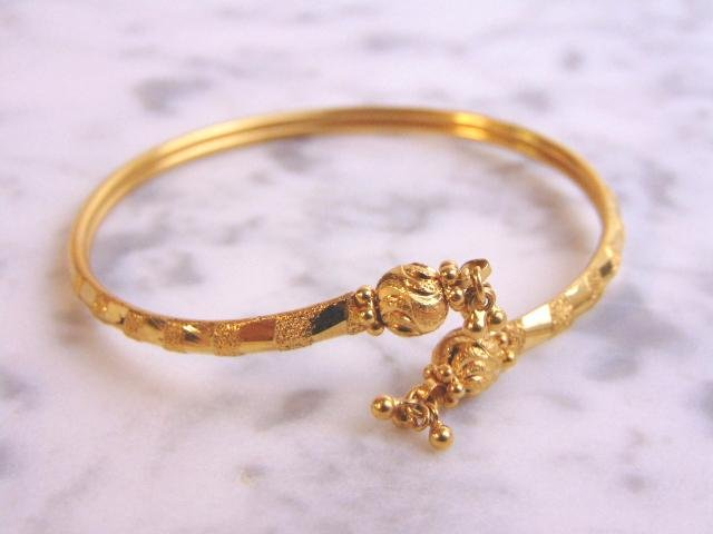 Womens Vintage 22K Yellow Gold Etched Cuff Bracelet