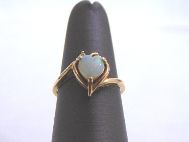 Unique Vintage Women's 14K Gold Ring w/ Heart Opal