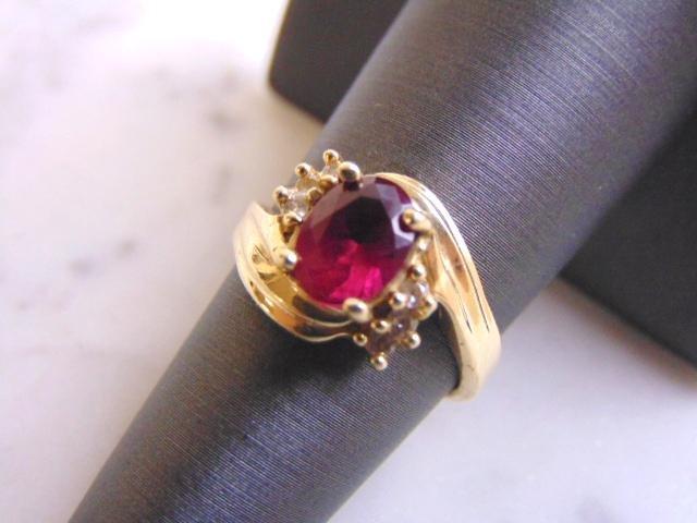 Womens Vintage 14k Yellow Gold Diamond & Garnet Ring