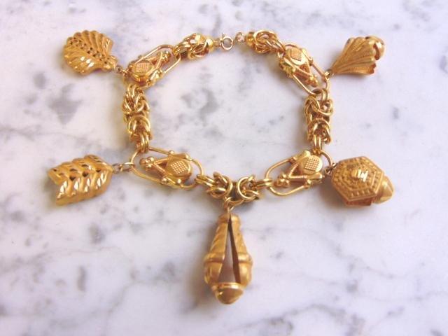 Womens Vintage Estate 22K Yellow Gold Charm Bracelet