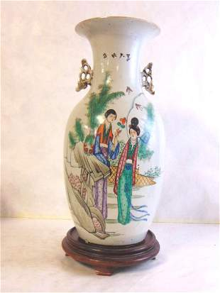 VINTAGE ANTIQUE HAND PAINTED CHINESE VASE