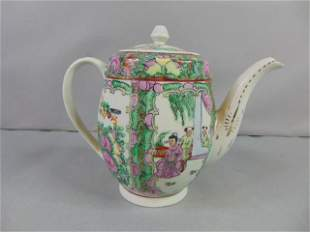 COLLECTIBLE HAND DECORATED CHINESE PORCELAIN TEAPOT