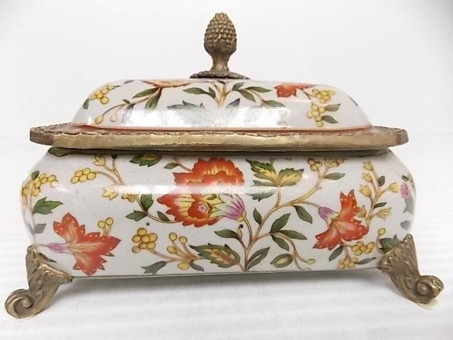 DECORATIVE VICTORIAN STYLE PORCELAIN BRONZE VANITY BOX