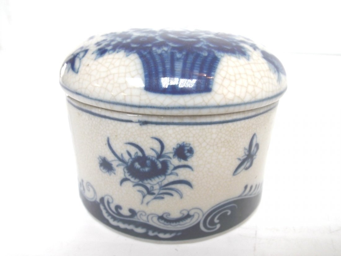 BLUE & WHITE FLORAL VICTORIAN STYLE PORCELAN VANITY BOX