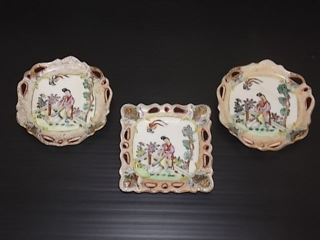 3PC VINTAGE HAND PAINTED CHINESE PORCELAIN ASHTRAYS