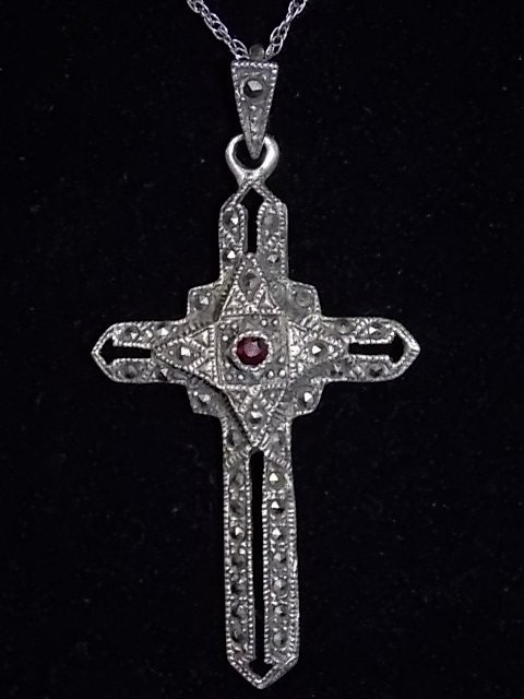 VICTORIAN STERLING CROSS CRUCIFIX AND NECKLACE, 8.92g