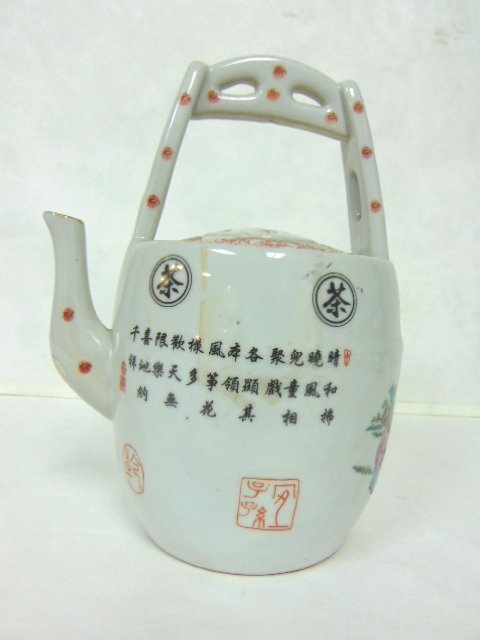 COLLECTIBLE CHINESE PORCELAIN TEAPOT - 2