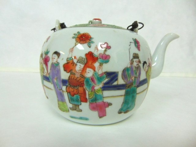 COLLECTIBLE CHINESE HAND PAINTED PORCELAIN TEAPOT - 2